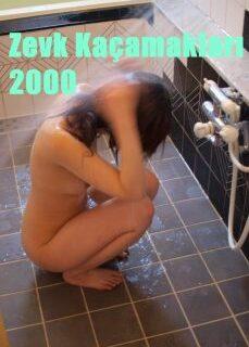Zevk Kaçamakları 2000 Banyoda Erotik Film İzle